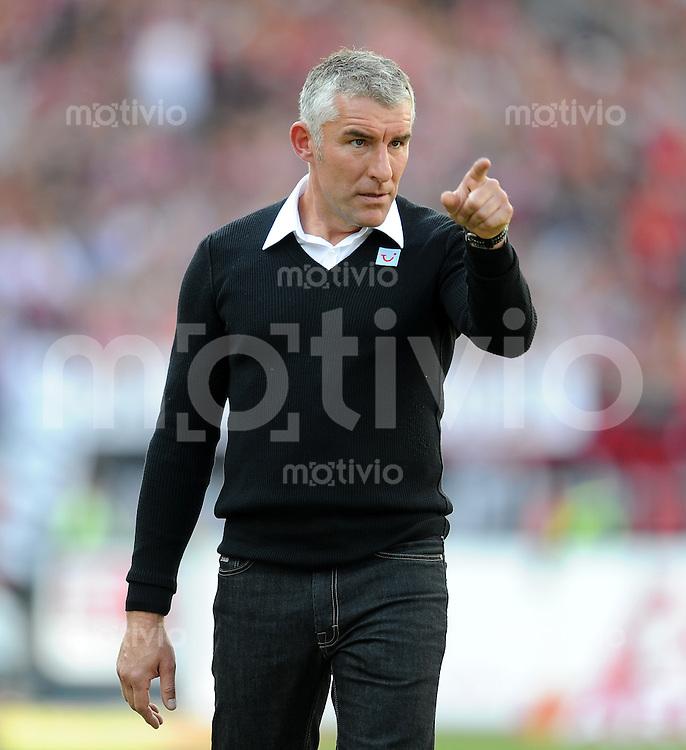 FUSSBALL   1. BUNDESLIGA  SAISON 2011/2012   2. Spieltag 1 FC Nuernberg - Hannover 96          13.08.2011 Trainer Mirko Slomka (Hannover 96)
