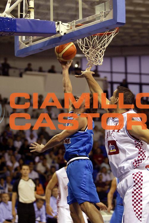 DESCRIZIONE : Podgorica Eurobasket Men 2005 Italia-Croazia<br /> GIOCATORE : Pozzecco<br /> SQUADRA : Italia Italy<br /> EVENTO : Eurobasket Men 2005 Campionati Europei Uomini 2005<br /> GARA : Italia Croazia Italy Croatia<br /> DATA : 20/09/2005<br /> CATEGORIA :<br /> SPORT : Pallacanestro<br /> AUTORE : Ciamillo&amp;Castoria/Fiba Europe Pool