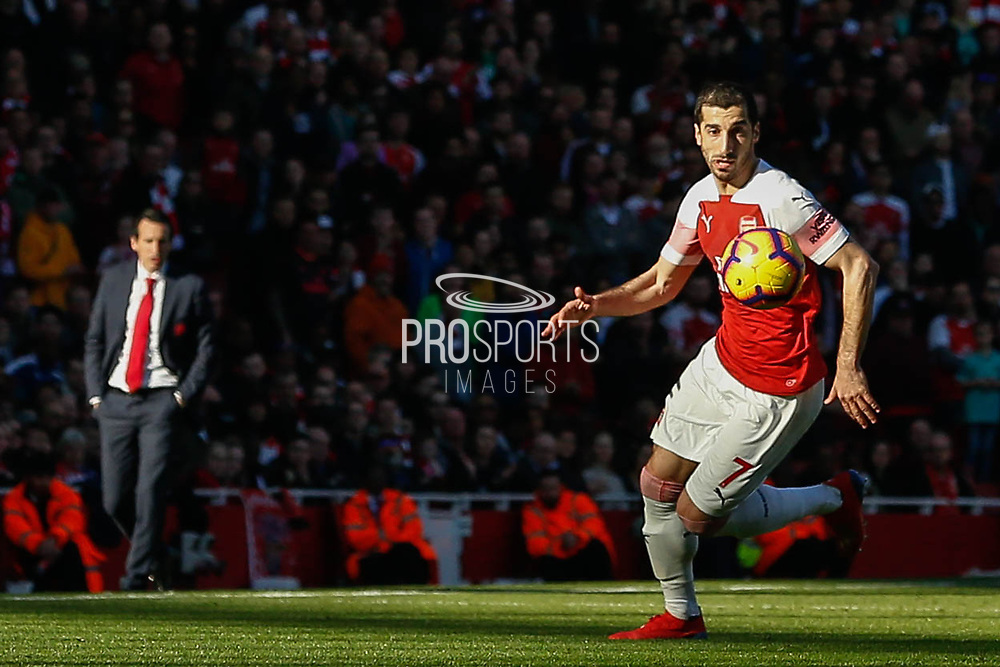 Arsenal midfielder Henrikh Mkhitaryan (7) on the ball as Arsenal manager Unai Emery looks on during the Premier League match between Arsenal and Southampton at the Emirates Stadium, London, England on 24 February 2019.