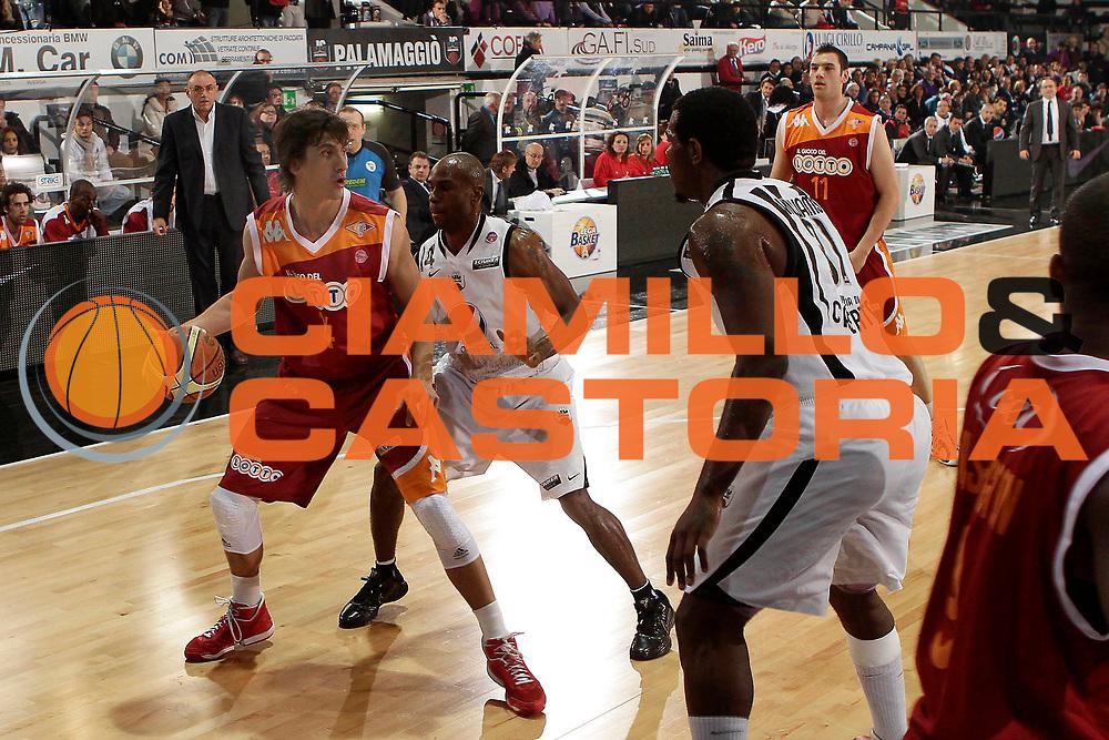 DESCRIZIONE : Caserta Lega A 2010-11 Pepsi Caserta Lottomatica Virtus Roma <br /> GIOCATORE : Nihad Dedovic<br /> SQUADRA : Lottomatica Virtus Roma<br /> EVENTO : Campionato Lega A 2010-2011<br /> GARA : Pepsi Caserta Lottomatica Virtus Roma<br /> DATA : 02/01/2011<br /> CATEGORIA : palleggio<br /> SPORT : Pallacanestro<br /> AUTORE : Agenzia Ciamillo-Castoria/A.De Lise<br /> Galleria : Lega Basket A 2010-2011<br /> Fotonotizia : Caserta Lega A 2010-11 Pepsi Caserta Lottomatica Virtus Roma<br /> Predefinita :