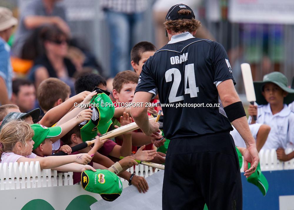 Jacob Oram signs autographs for young fans during the 5th ODI, Black Caps v Pakistan, One Day International Cricket at Seddon Park, Hamilton, New Zealand. Thursday 3 February 2011. Photo: Stephen Barker/PHOTOSPORT
