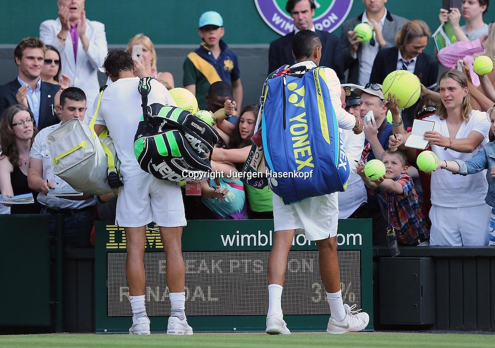 Wimbledon Championships 2014, AELTC,London,<br /> ITF Grand Slam Tennis Tournament,<br /> R-L Sieger Nick Kyrgios (AUS) und Rafael Nadal (ESP) stehn zusammen und schreiben Autogramme nach ihrem Match<br /> Ganzkoerper,Querformat,