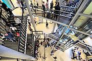 Nederland, Nijmegen, 20-2-2016Open dag middelbare school. Stedelijk Gymnasium.De open dagen van het middelbaar onderwijs. Hier zijn leerlingen kinderen uit groep acht van de basisschool en hun ouders aan het kijken in een middelbare school.Foto: Flip Franssen/Hollandse Hoogte