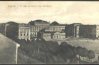 Zagreb : Kr. real. gimnazija i trg. akademija. <br /> <br /> ImpresumZagreb : M. Eisenmenger, [1913].<br /> Materijalni opis1 razglednica : tisak ; 8,6 x 13,7 cm.<br /> NakladnikEisenmenger, M.<br /> Mjesto izdavanjaZagreb<br /> Vrstarazglednice<br /> ZbirkaZbirka razglednica • Grafička zbirka NSK<br /> ProjektPozdrav iz Hrvatske<br /> Formatimage/jpeg<br /> PredmetZagreb –– Trg Franklina Delana Roosevelta<br /> Jezikhrvatski<br /> SignaturaRZG-ROOS-11<br /> Obuhvat(vremenski)20. stoljeće<br /> NapomenaRazglednica je putovala 1913. godine.<br /> PravaJavno dobro<br /> Identifikatori000922690<br /> NBN.HRNBN: urn:nbn:hr:238:167576 <br /> <br /> Izvor: Digitalne zbirke Nacionalne i sveučilišne knjižnice u Zagrebu