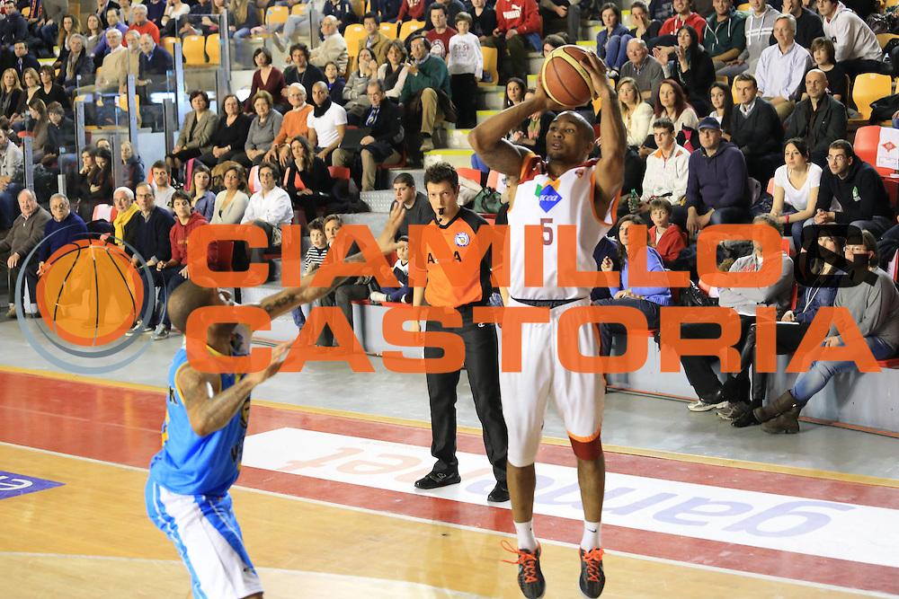 DESCRIZIONE : Roma Lega A 2012-13 Acea Roma Vanoli Cremona<br /> GIOCATORE : Phil Goss<br /> CATEGORIA : three points<br /> SQUADRA : Acea Roma<br /> EVENTO : Campionato Lega A 2012-2013 <br /> GARA :  Acea Roma Vanoli Cremona<br /> DATA : 03/03/2013<br /> SPORT : Pallacanestro <br /> AUTORE : Agenzia Ciamillo-Castoria/M.Simoni<br /> Galleria : Lega Basket A 2012-2013  <br /> Fotonotizia : Roma Lega A 2012-13 Acea Roma Vanoli Cremona<br /> Predefinita :