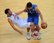 DESCRIZIONE : Vilnius Lithuania Lituania Eurobasket Men 2011 Second Round Spagna Serbia Spain Serbia<br /> GIOCATORE : Jose Calderon Milos Teodosic<br /> CATEGORIA : curiosita palleggio fallo<br /> SQUADRA : Spagna Spain <br /> EVENTO : Eurobasket Men 2011<br /> GARA : Spagna Serbia Spain Serbia<br /> DATA : 09/09/2011<br /> SPORT : Pallacanestro <br /> AUTORE : Agenzia Ciamillo-Castoria/T.Wiendesohler<br /> Galleria : Eurobasket Men 2011<br /> Fotonotizia : Vilnius Lithuania Lituania Eurobasket Men 2011 Second Round Spagna Serbia Spain Serbia<br /> Predefinita :