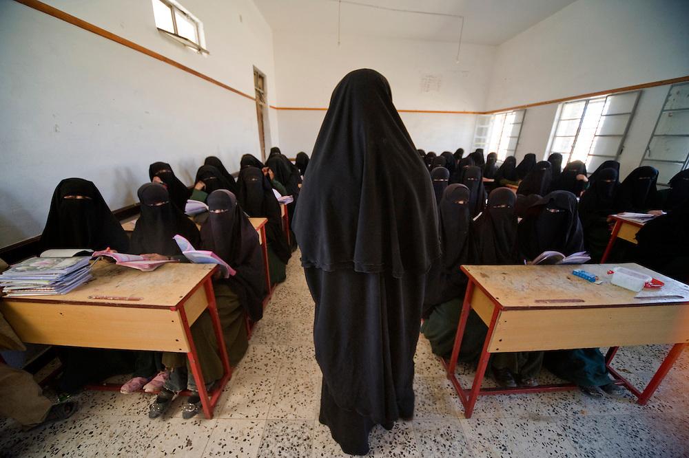 Ecole de filles, Khamir..Girls' school, Khamir