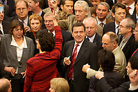 17 OCT 2003, BERLIN/GERMANY:<br /> Gerhard Schroeder, SPD, Bundeskanzler, und viele andere Abgeordneten warten auf den Beginn der Abgabe der Stimmkarten in die Wahlurne, waehrend der namentlichen Abstimmung zur Arbeitsmarktreform, Plenum, Deutscher Bundestag<br /> IMAGE: 20031017-01-007<br /> KEYWORDS: Gerhard Schröder