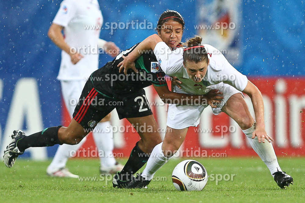 17.07.2010,  Augsburg, GER, FIFA U20 Womens Worldcup, England vs Mexico,  im Bild Rodriguez Mar  (Mexico Nr.21) und Jade Moore (England Nr.4) , EXPA Pictures © 2010, PhotoCredit: EXPA/ nph/ . Straubmeier+++++ ATTENTION - OUT OF GER +++++ / SPORTIDA PHOTO AGENCY