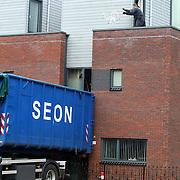 NLD/Huizen/20070626 - Politie en SEON ruimen een illegale wietplantage aan de Graaf Floris in Huizen