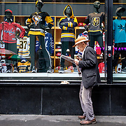 Midtown Manhattan. May 17, 2018. #photoobserve  #canpubphoto #in_public_collective #in_public_sp #observecollective#myspc#lensculturestreets#everybodystreet #streetlife_award#burnmyeye #streetsgrammar#nycspc#streetphotography#streetphotographyinternational#newyorkcity#streetleaks#wearethestreet#ourstreets#storyofthestreet#cityclickr#scotsurbeckphotographer#magnumphotos#Streetphotographerscommunity