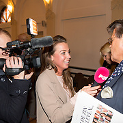 NLD/Heemstede/20151116 - Boekpresentatie De Zin van het Leven, Emile Ratelband word geinterviewd