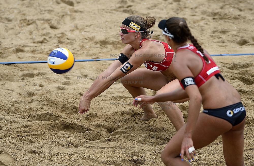 20-07-2014 NED: FIVB Grand Slam Beach Volleybal, Scheveningen<br /> Gold medal match / Katrin Holtwick (1) en Ilka Semmler (2) GER