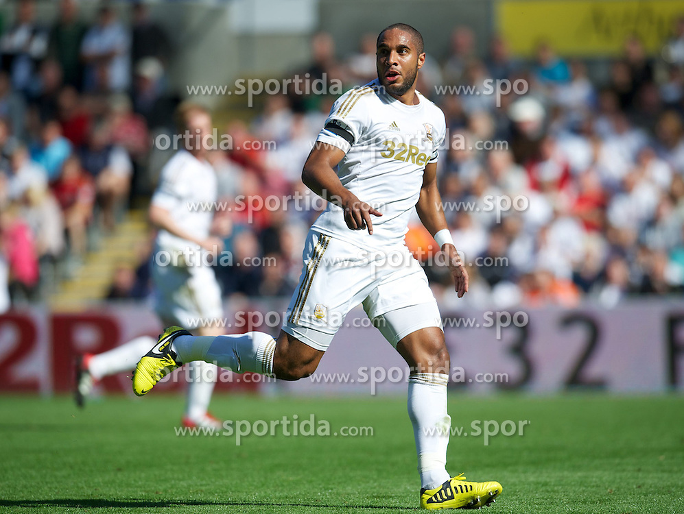 22.09.2012, Liberty Stadion, Swansea, ENG, Premier League, Swansea City vs FC Everton, 5. Runde, im Bild Swansea City's Ashley Williams in action against Everton during the English Premier League 5th round match between Swansea City AFC and Everton FC at the Liberty Stadium, Swansea, Great Britain on 2012/09/22. EXPA Pictures © 2012, PhotoCredit: EXPA/ Propagandaphoto/ David Rawcliff..***** ATTENTION - OUT OF ENG, GBR, UK *****