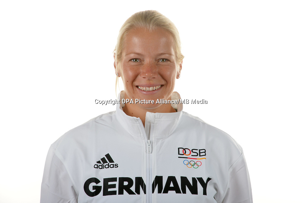 Tina Dietze poses at a photocall during the preparations for the Olympic Games in Rio at the Emmich Cambrai Barracks in Hanover, Germany. July 04, 2016. Photo credit: Frank May/ picture alliance. | usage worldwide