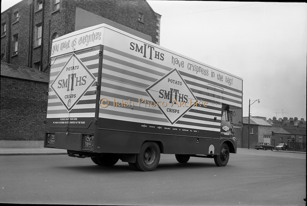 03/06/1964<br /> 06/03/1964<br /> 03 June 1964<br /> Smiths Crisps Morris van  on Montpelier Hill near the Phoenix Park, Dublin.