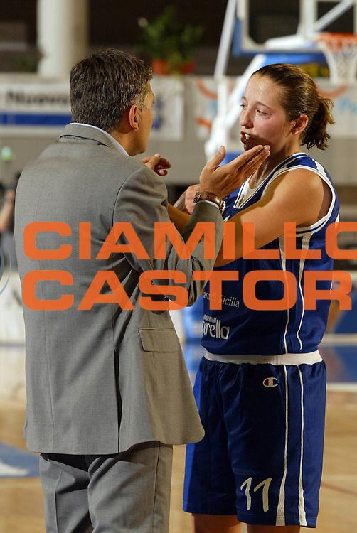 DESCRIZIONE : Taranto Lega A1 Femminile 2005-06 Germano Zama Faenza Banco Di Sicilia Ribera <br /> GIOCATORE : Reves <br /> SQUADRA : Banco Di Sicilia Ribera <br /> EVENTO : Campionato Lega A1 Femminile  2005-2006 <br /> GARA : Germano Zama Faenza Banco Di Sicilia Ribera <br /> DATA : 01/10/2005 <br /> CATEGORIA : <br /> SPORT : Pallacanestro <br /> AUTORE : Agenzia Ciamillo-Castoria