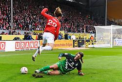 05.02.2011, Bruchwegstadion, Mainz, GER, 1. FBL, FSV Mainz 05 vs Werder Bremen, im Bild Torsten Frings (Bremen #22) im Zweikampf mit Christian FUCHS (Mainz AUT #22), EXPA Pictures © 2011, PhotoCredit: EXPA/ nph/  Roth       ****** out of GER / SWE / CRO  / BEL ******