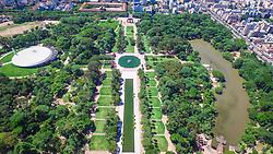 Localizado no centro da Avenida dos Estados, o espelho d'água sugere tranqüilidade e paz aos visitantes que podem ver refletido em sua superfície a imagem do céu azul, das árvores floridas e dos pássaros que cantam no parque. FOTO: Jefferson Bernardes/ Agência Preview
