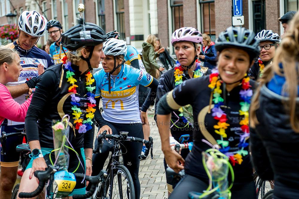 25-06-2017 NED: Finish Homeride &amp; Homerun, Utrecht<br /> Vanaf de Domplein startte de HomeRide en Homerun en na 24 uur kwamen de renners en fietsers. Een 500km en 200 km event in 24 uur.