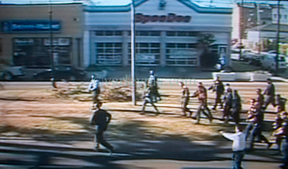 Dec 26th, 2005. Video grab courtesy New Orleans Channel 4 TV. Video showing knife wielding Anthony Hayes, (38 yrs) confronted by New Orleans police officers before he was gunned down on St Charles Avenue.