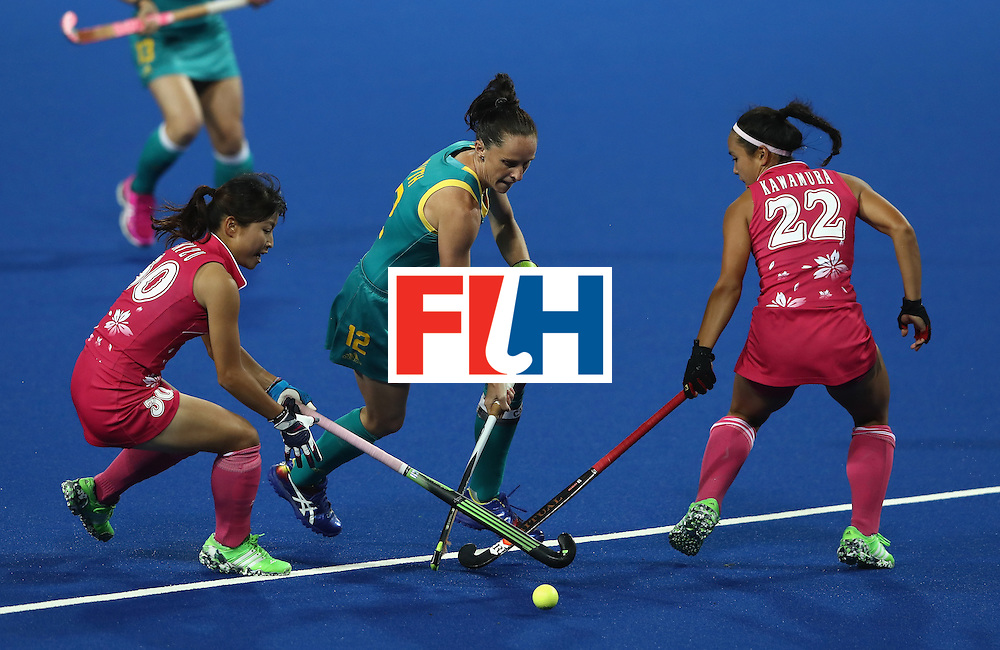 RIO DE JANEIRO, BRAZIL - AUGUST 13:  Madonna Blyth of Australlia moves past Minami Shimizu (L) and Motomi Kawamura during the Women's Pool B hockey match between Australia and Japan on Day 8 of the Rio 2016 Olympic Games at the Olympic Hockey Centre on August 13, 2016 in Rio de Janeiro, Brazil.  (Photo by David Rogers/Getty Images)