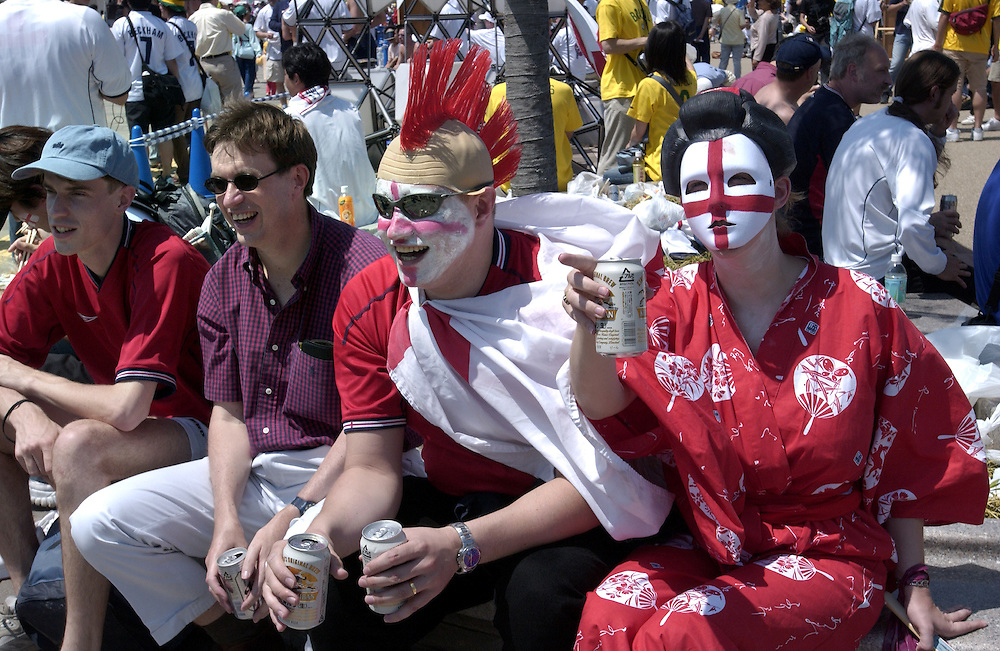 English supporters arrive at Shizuoka Stadium to see England play Brazil in the World Cup. Shizuoka Japan 21/06/02..©David Dare Parker/AsiaWorks Photography