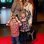 NLD/Amsterdam/20100401 - Inloop premiere Disney on Ice, Rene Vervoorn met Anouk Smulders - Voorveld en zoon Max