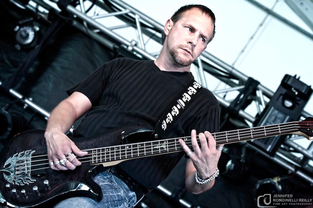 Scott Walters on bass for Sue DaBaco. Photo © Jennifer Rondinelii Reilly. All rights reserved. No use without permission. Contact me for any reuse or licensing inquiries.