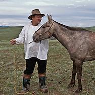 Mongolia . portrait of horses breeders with kid  in the steppe, in Hundlun Bulag .  near  Ulanbaatar area /  eleveurs, portrait avec cheval et enfant dans la steppe, a Hundlun Bulag pres de  Oulan Bator - Mongolie