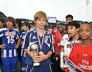 30-08-2008 VOETBAL:AUDAX JEUGDTOERNOOI 2008:TILBURG<br /> Na afloop wordt beste speler van het toernooi uitgeroepen. Tammo Harder houdt zijn beker vast<br /> Foto: Geert van Erven