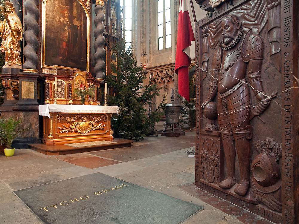 Die Grabstätte von Tycho Brahe in der Teynkirche am Altstädter Ring in Prag. Eine Gruppe von dänischen Wissenschaftlern möchte den Leichnam des Astronomen exhumieren.<br /> <br /> The grave of atronomer Tycho Brahe at Teyn Church. A team of Danish scientists sent a letter of request to a parish of Prague's Týn Church, asking permission to exhume the body of a famous Danish astronomer Tycho Brahe.
