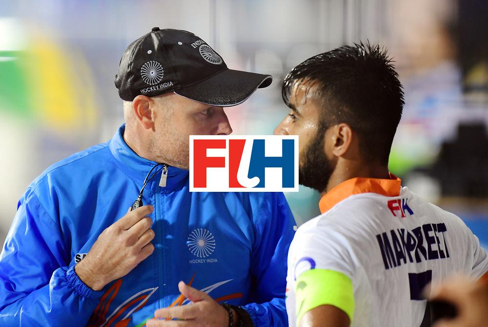 Odisha Men's Hockey World League Final Bhubaneswar 2017<br /> Match id:19<br /> India v Argentina<br /> Foto: coach Sjoerd Marijne (Ind) talks with Manpreet Singh (Ind) <br /> COPYRIGHT WORLDSPORTPICS FRANK UIJLENBROEK
