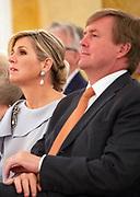 Koningin reikt Appeltjes van Oranje uit op Paleis Noordeinde. De prijzen worden dit jaar toegekend aan drie initiatieven van jonge en sociale ondernemers. <br /> <br /> Koningin reikt Appeltjes van Oranje uit op Paleis Noordeinde. De prijzen worden dit jaar toegekend aan drie initiatieven van jonge en sociale ondernemers. <br /> <br /> Op de foto:  Koningin Maxima en Koning Willem Alexander / Queen Maxima and King Willem Alexander