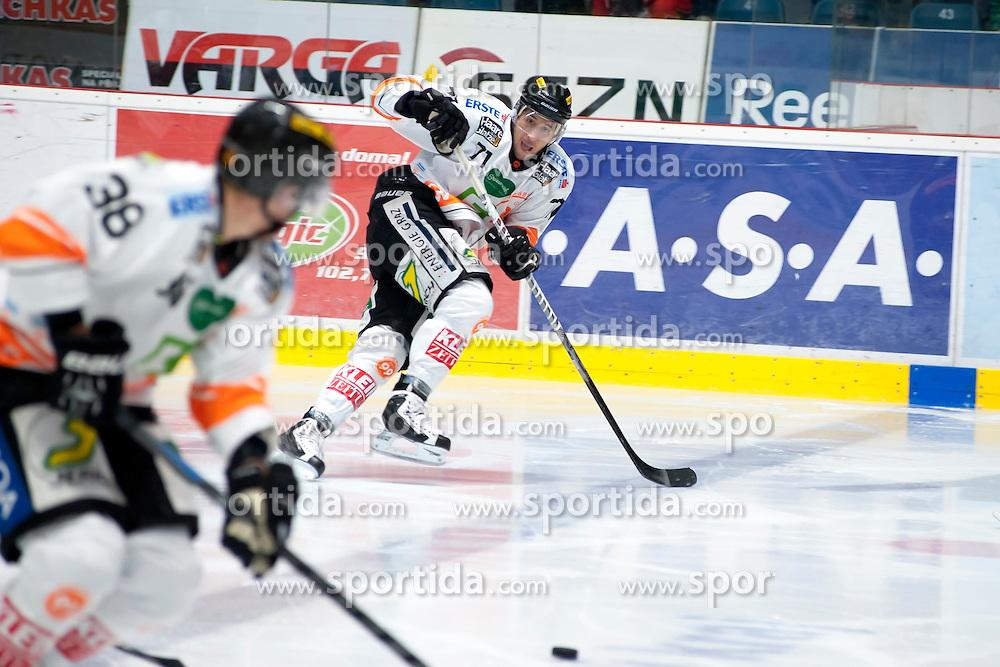 25.09.2015, Ice Rink, Znojmo, CZE, EBEL, HC Orli Znojmo vs Moser Medical Graz 99ers, 5. Runde, im Bild v.l. Morten Poulsen (Graz 99ers) Simone De (Graz 99ers) // during the Erste Bank Icehockey League 5th round match between HC Orli Znojmo and Moser Medical Graz 99ers at the Ice Rink in Znojmo, Czech Republic on 2015/09/25. EXPA Pictures © 2015, PhotoCredit: EXPA/ Rostislav Pfeffer