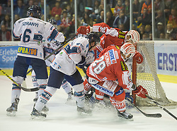 11.09.2015, Stadthalle, Klagenfurt, AUT, EBEL, EC KAC vs Fehervar AV 19, im Bild Bence Sziranyi (Fehervar AV 19, #6), Ryan Martinelli (Fehervar AV 19, #44), Jean-François Jacques (EC KAC, #39), Martin Schumnig (EC KAC, #28), Miklos Rajna (Fehervar AV 19, #31)// during the Erste Bank Eishockey League match betweeen EC KAC and Fehervar AV 19 at the City Hall in Klagenfurt, Austria on 2015/09/10. EXPA Pictures © 2015, PhotoCredit: EXPA/ Gert Steinthaler