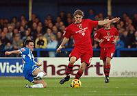 Photo: Ashley Pickering.<br /> Norwich City v Cardiff City. Coca Cola Championship. 21/10/2006.<br /> cardiff's glenn loovens on the ball