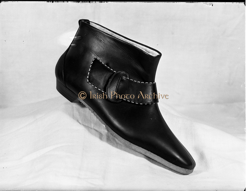23/11/1961.11/23/1961.23 November 1961.Fashion shoes. Special for R. Wilson Young.