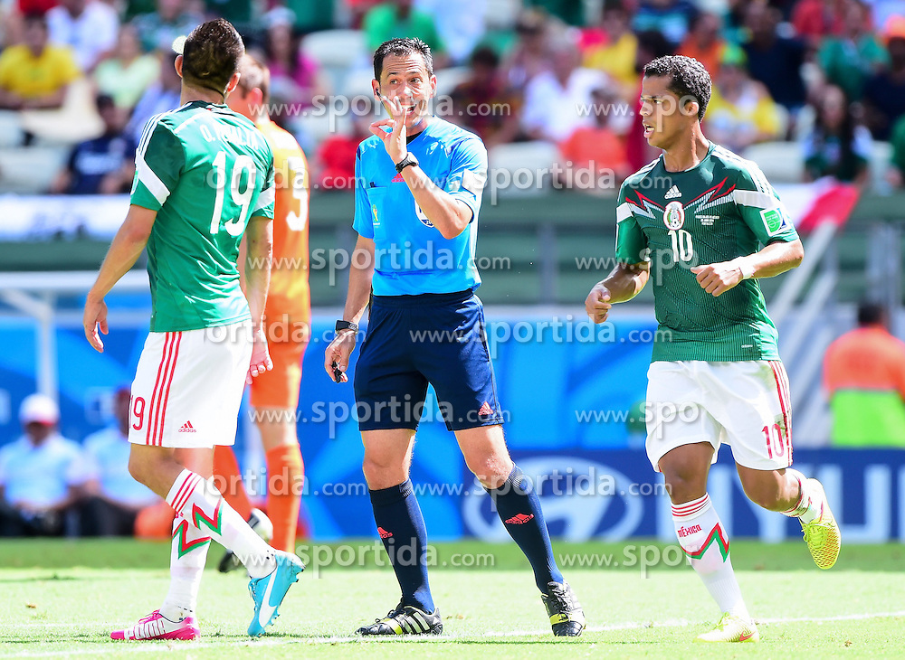 29.06.2014, Castelao, Fortaleza, BRA, FIFA WM, Niederlande vs Mexico, Achtelfinale, im Bild Oribe Peralta (Mexiko), Referee Pedro Proenca und Giovani Dos Santos (Mexiko) // during last sixteen match between Netherlands and Mexico of the FIFA Worldcup Brazil 2014 at the Castelao in Fortaleza, Brazil on 2014/06/29. EXPA Pictures &copy; 2014, PhotoCredit: EXPA/ fotogloria/ Best Photo Agency<br /> <br /> *****ATTENTION - for AUT, FRA, POL, SLO, CRO, SRB, BIH, MAZ only*****