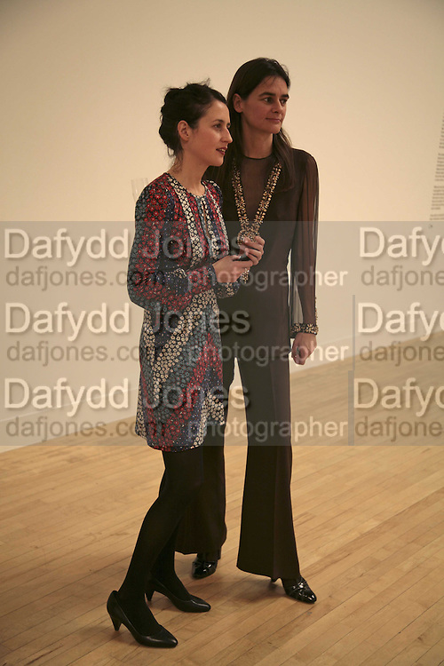 Lizzie Carey-Thomas and Cornelia Grassi, Turner Prize 2006. Tate Gallery. London. 4 December 2006. ONE TIME USE ONLY - DO NOT ARCHIVE  © Copyright Photograph by Dafydd Jones 248 CLAPHAM PARK RD. LONDON SW90PZ.  Tel 020 7733 0108 www.dafjones.com