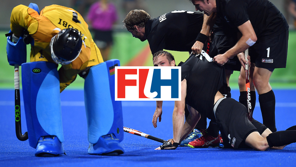 New Zealand's Hugo Inglis is lifted bay teammates after scoring the first opening goal during the men's quarterfinal field hockey Germany vs New Zealand match of the Rio 2016 Olympics Games at the Olympic Hockey Centre in Rio de Janeiro on August 14, 2016. / AFP / MANAN VATSYAYANA        (Photo credit should read MANAN VATSYAYANA/AFP/Getty Images)