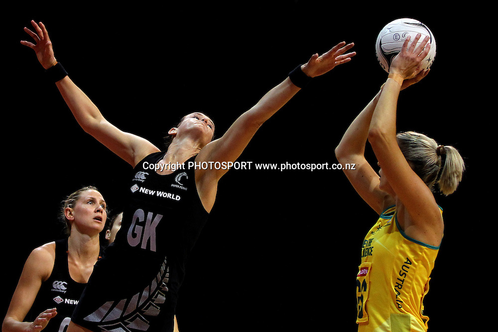 Silver Fern's Leana de Bruin pressures the shot from Australia's Catherine Cox. New World Quad Series, New Zealand Silver Ferns v Australian Diamonds at Claudelands Arena, Hamilton, New Zealand. Thursday 1st November 2012. Photo: Anthony Au-Yeung / photosport.co.nz