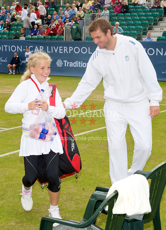 LIVERPOOL, ENGLAND - Saturday, June 20, 2009: Mardy Fish (USA) walks on court with a junior player during Day Four of the Tradition ICAP Liverpool International Tennis Tournament 2009 at Calderstones Park. (Pic by David Rawcliffe/Propaganda)