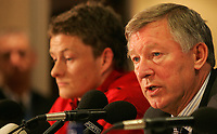 Photo: Paul Thomas.<br /> Manchester United training session. UEFA Champions League. 16/10/2006.<br /> <br /> Ole Gunnar Solskjaer and Sir Alex Ferguson.