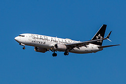 Boeing 737-824 (N76516) operated by United Airlines with the Star Alliance livery on approach to San Francisco International Airport (KSFO), San Francisco, California, United States of America