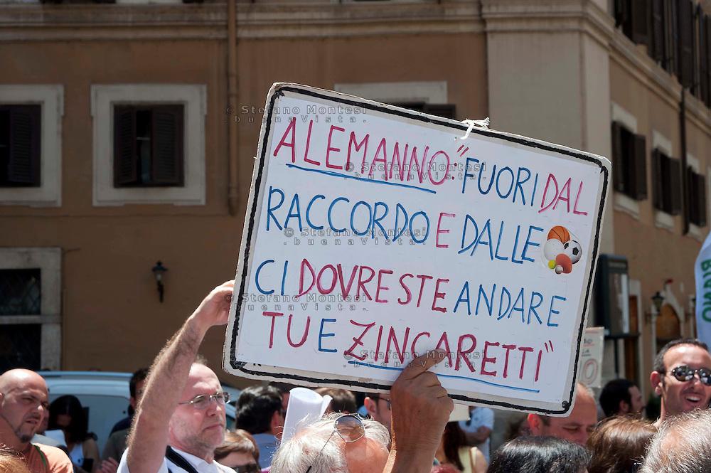 Roma 7 Giugno 2012 .Manifestazione degli abitanti  di Riano, a Piazza Montecitorio, contro la discarica di Pian Dell'Olmo