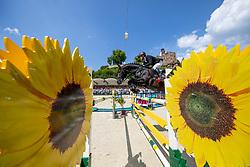 DREHER Hans-Dieter (GER), Embassy II<br /> Nörten-Hardenberg - Burgturnier 2018<br /> Preis der Hardenberg Distillery & des Glaswerkes Ernstthal<br /> Großer Preis um die Goldene Peitsche<br /> Internationale Springprüfung mit Stechen (1,60 m)<br /> Übergabe eines Mitsubishi Siegerfahrzeugs durch MITSUBISHI MOTORS in Deutschland<br /> 19. Mai 2019<br /> © www.sportfotos-lafrentz.de/Stefan Lafrentz