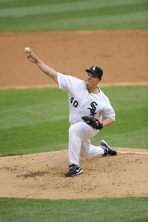 CHICAGO - APRIL 28:  Bartolo Colon #40 of the Chicago White Sox pitches against the Seattle Mariners during the first game of a doubleheader on April 28, 2009 at U.S. Cellular Field in Chicago, Illinois.  The White Sox defeated the Mariners 2-1.  (Photo by Ron Vesely)