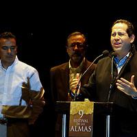 VALLE DE BRAVO, Mex.- Eruviel Ávila Villegas, gobernador del Estado de México inauguro el 9° Festival de las Almas. Agencia MVT / Crisanta Espinosa. (DIGITAL)<br /> <br /> NO ARCHIVAR - NO ARCHIVE