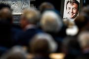 De koninklijke familie en tal van vrienden, bekenden en collega's van prins Friso zijn samengekomen in de Oude Kerk in Delft om de op 12 augustus overleden prins Friso te herdenken. <br /> <br /> The royal family and many friends, acquaintances and colleagues of Prince Friso are in the Old Church in Delft to commemorate the Prince who past away on August 12 2013.<br /> <br /> Op de foto / On the photo:   De dienst / Service